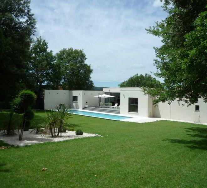 villa contemporaine a vendre a uzes avec piscine