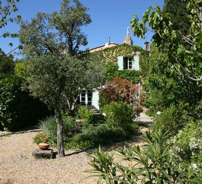 maison en pierre avec jardin et piscine a vendre a uzes
