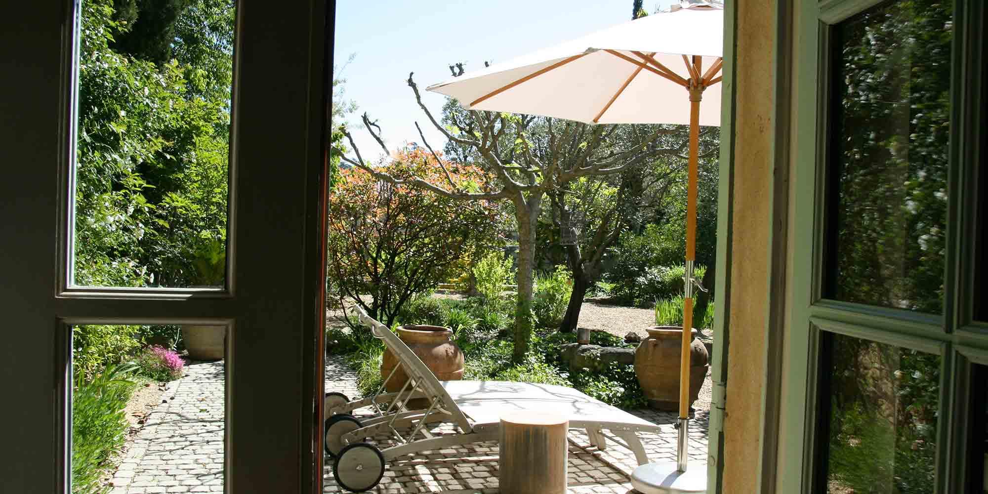 Belles pierres, charme et jardin avec piscine