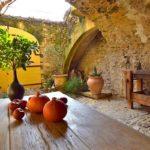 Charmante maison de village en pierre rénovée à vendre à Uzès avec cour et terrasse