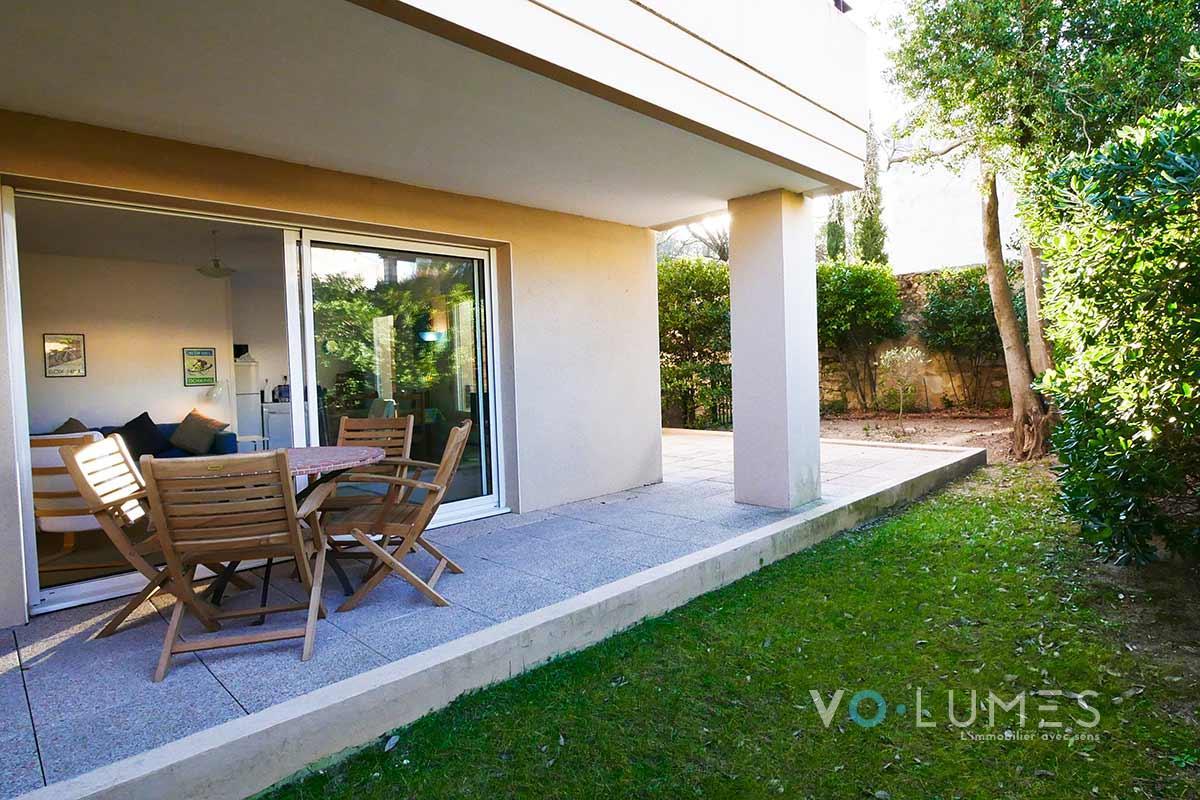 Appartement avec terrasse, jardin et garage - Agence VOLUMES immobilier