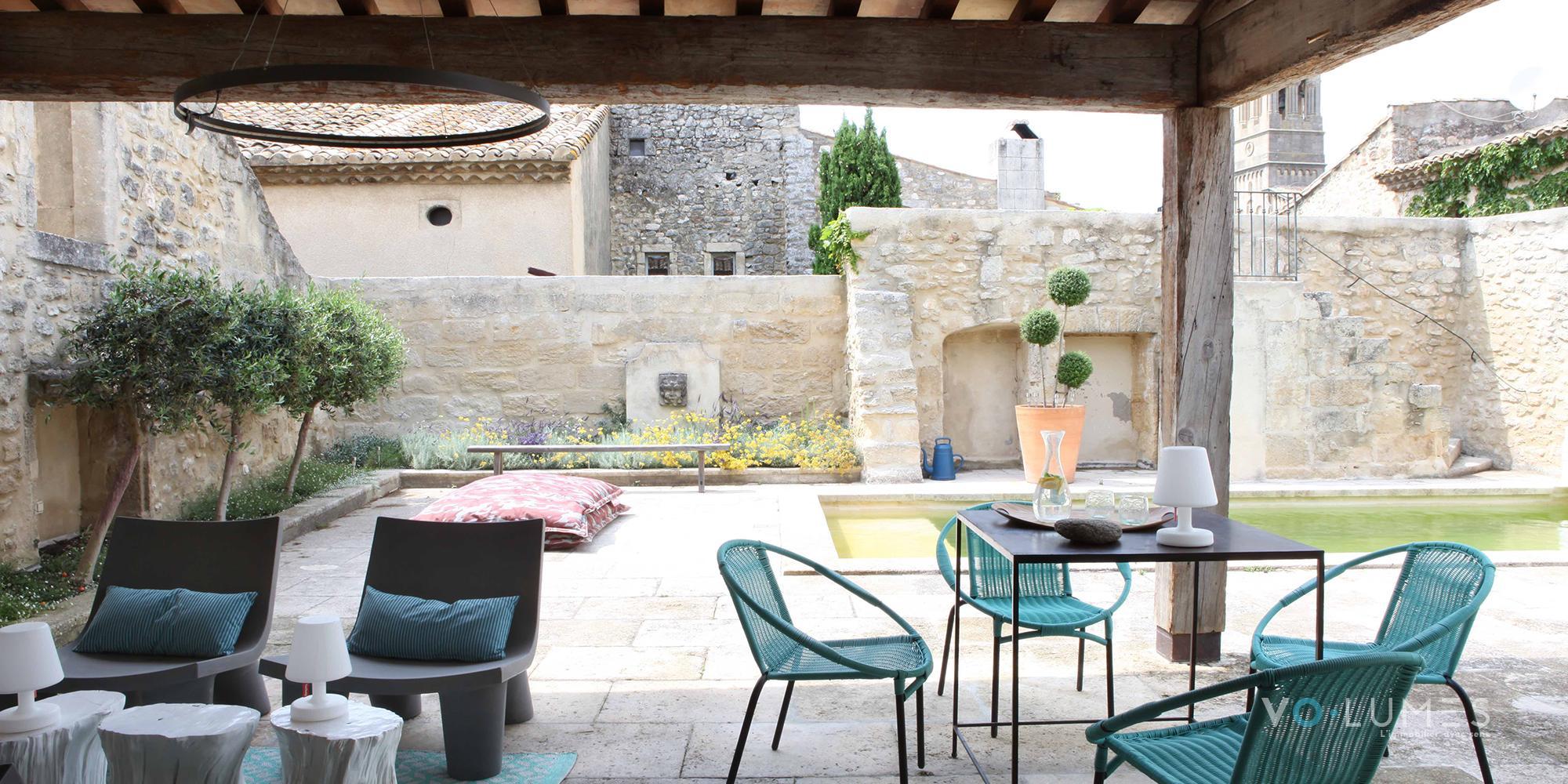 Propriété de village avec vaste terrasse et piscine