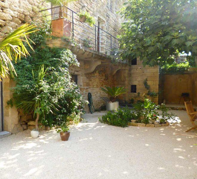 maison pierre jardin